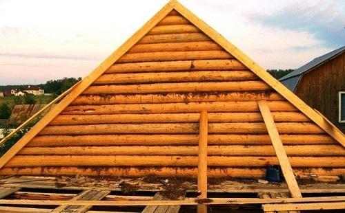 Фронтон из деревянного сруба