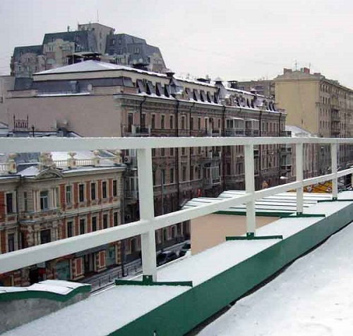Фото очистка снега с крыши