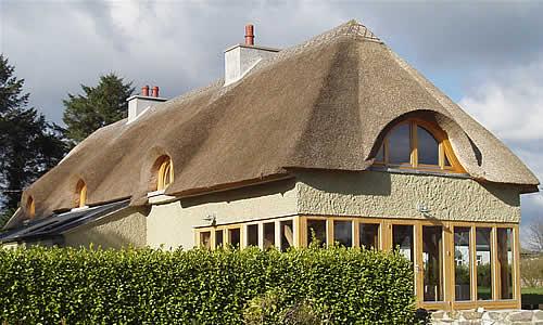 Ровная соломенная крыша