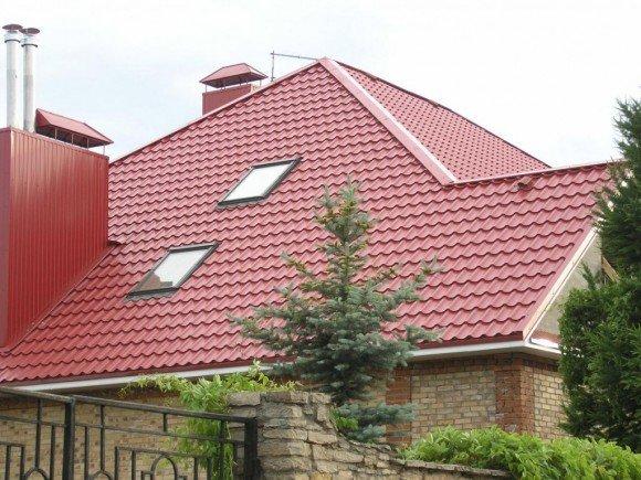 Крыша, облицованная металлочерепицей