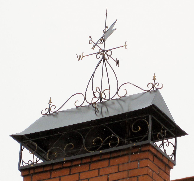 Флюгер, установленный на трубе дымохода