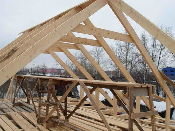 Щитовая крыша: начало строительства