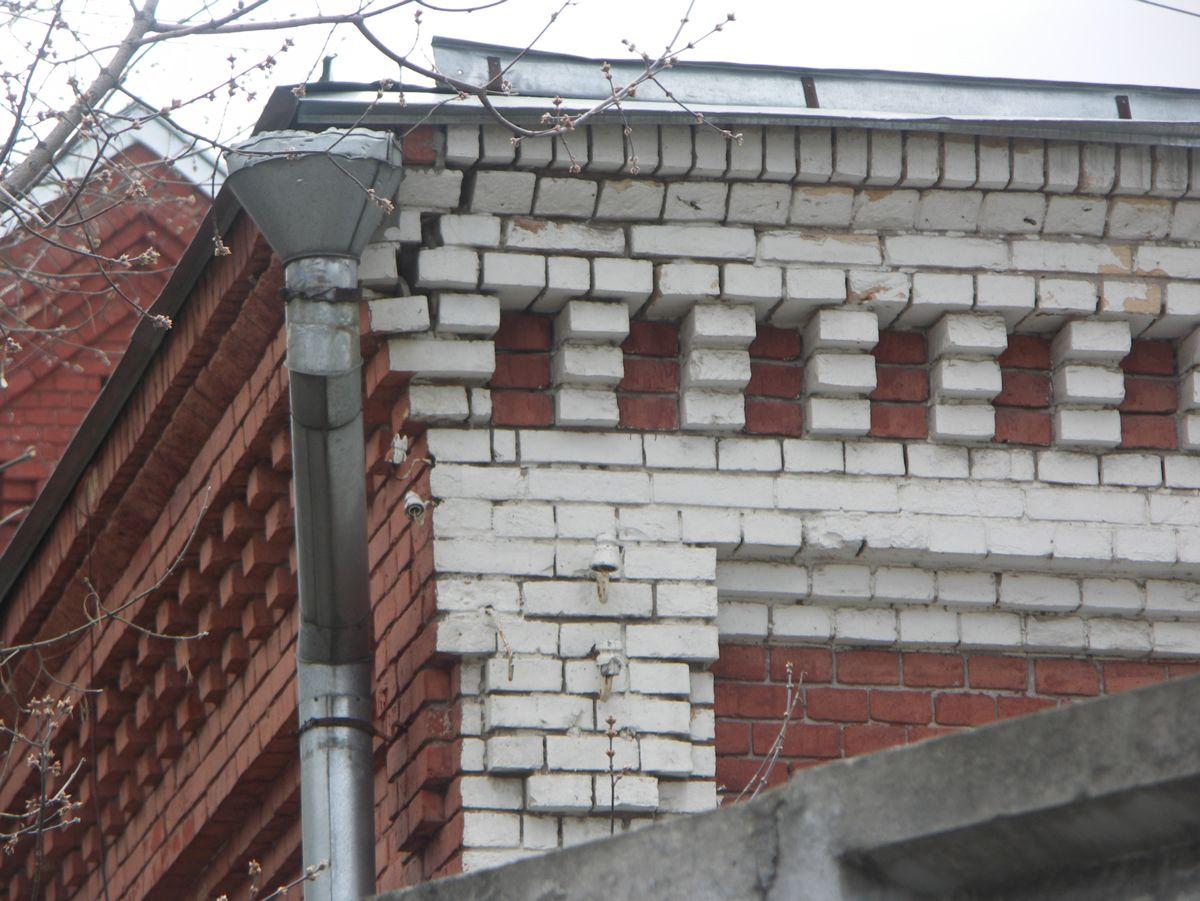 Водосточный жёлоб на крыше