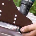 Как правильно установить снегозадержатели на профнастил