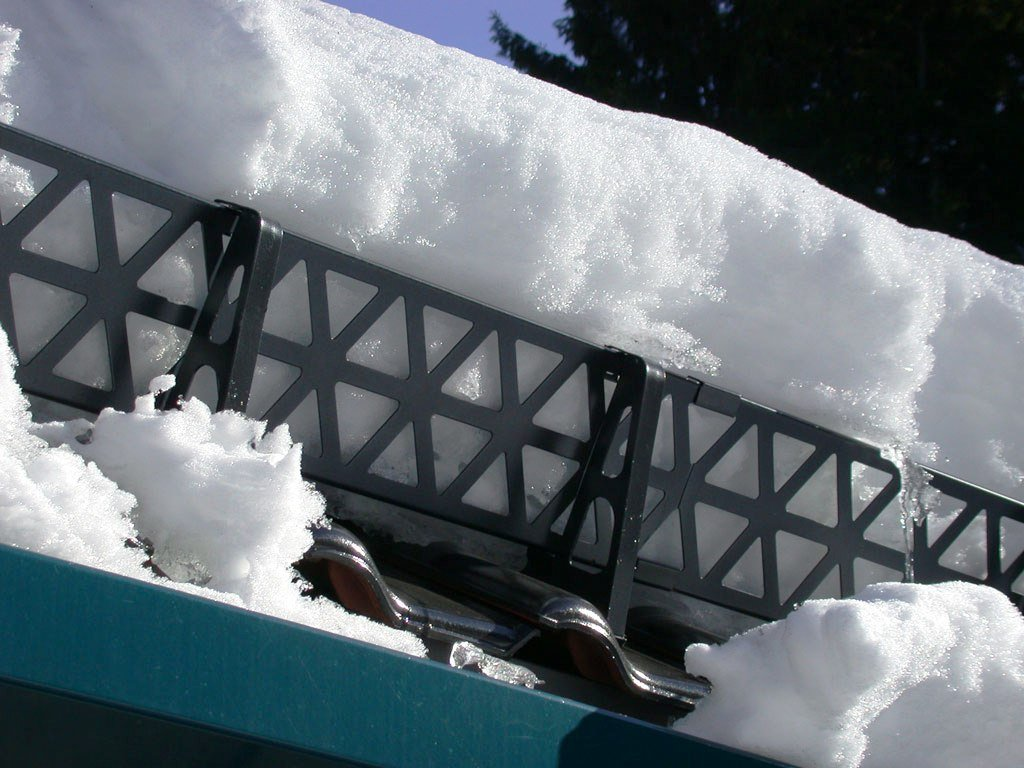 Снегозадержание на крыше своими руками - инструкция по монтажу!