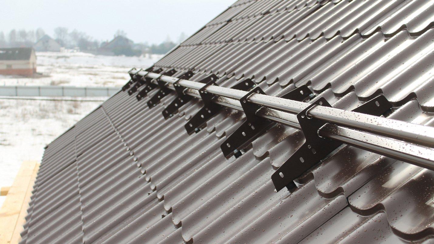 Снегозадержатели на крыше из профнастила