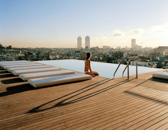 Бар Sky Bar на крыше отеля Grand Central в Барселоне