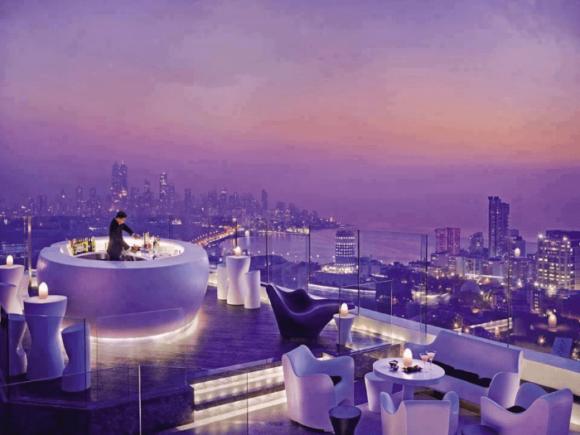 Бар AER на крыше гостиницы Four Seasons в Мумбаях