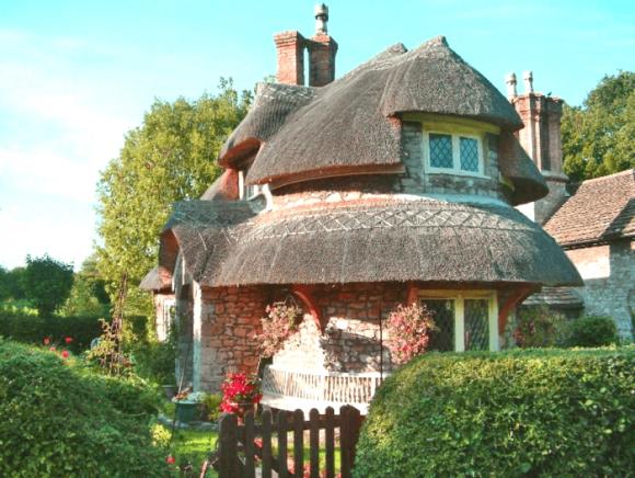Дом с многоуровневой крышей