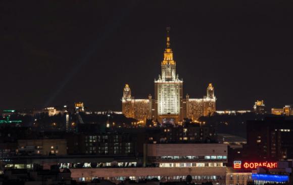 Вид со смотровой площадки колокольки Храма Христа Спасителя в Москве