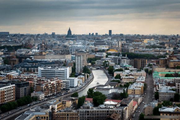 Вид с крыши гостиницы Красные холмы в Москве