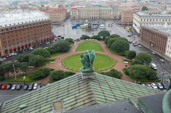 Вид со смотровой площадки Исаакиевского собора в Санкт-Петербурге