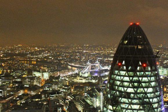 Вид на ночной Лондон с крыши Heron Tower