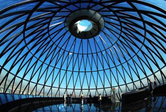 Смотровая площадка со стеклянным куполом в Mary Axe, Лондон