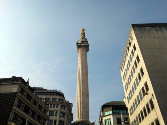 Стела Monument в Лондоне