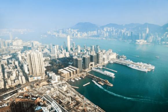 Вид с крыши Международного торгового центра ICC в Гонконге