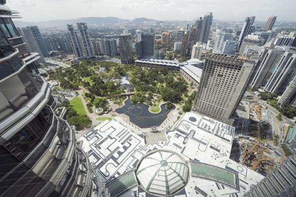 Башня Menara Berkembar Petronas в Куала-Лумпур