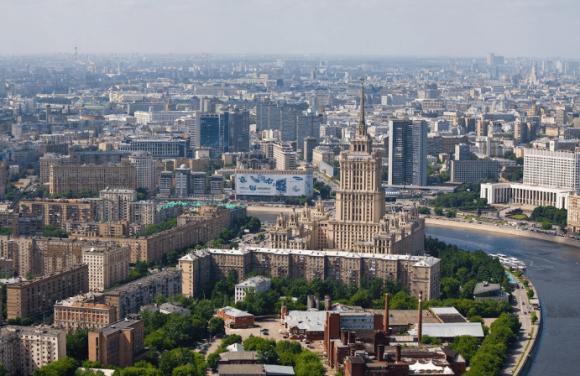 Вид со смотровой площадки на башне Империя в Москве