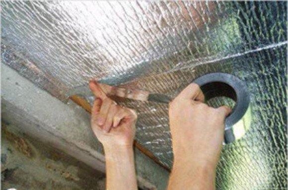 Проклейка швов металлизированным скотчем