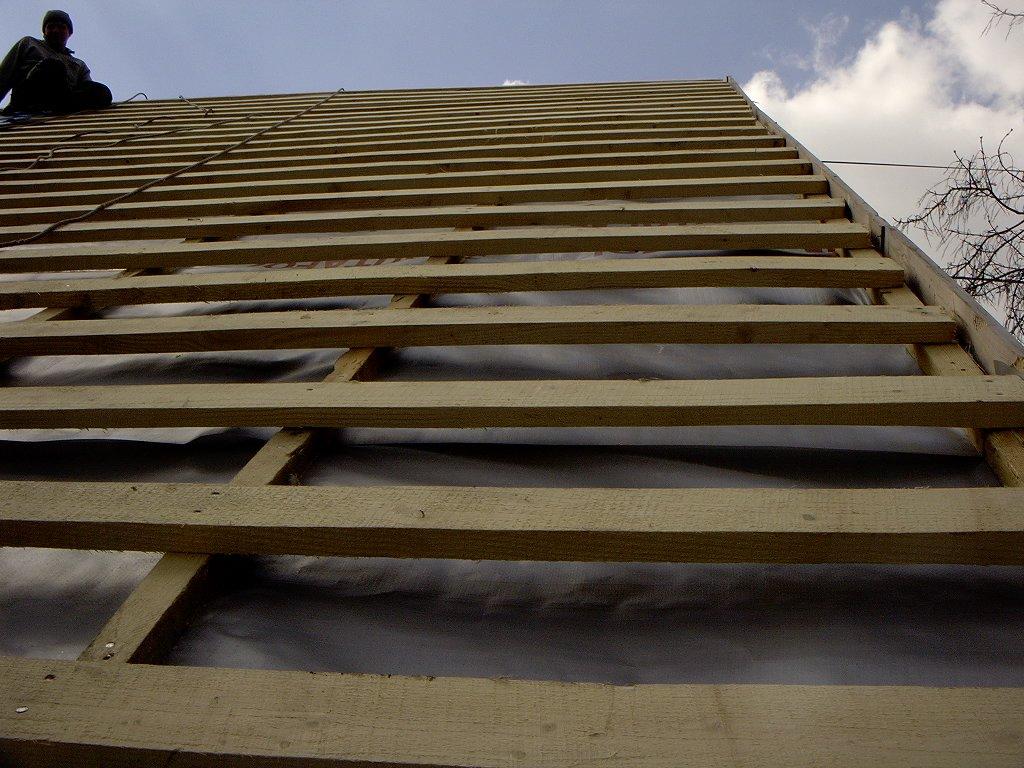 Как правильно сделать крышу из металлочерепицы фото 159