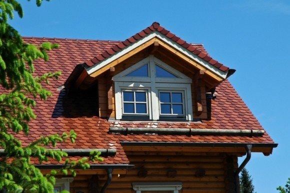 Бревенчатые снегозадержатели на крыше