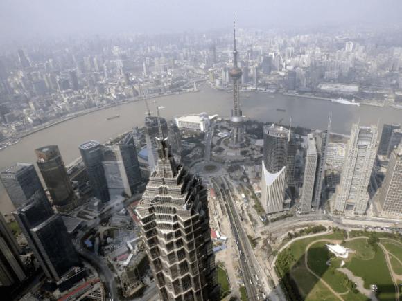 Вид со смотровой площадки Шанхайского всемирного финансового центра