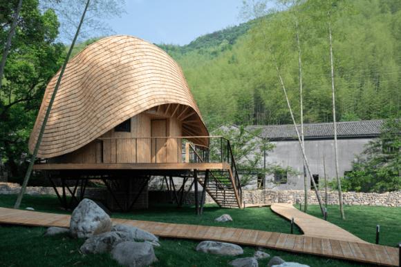 Необычная крыша частного дома