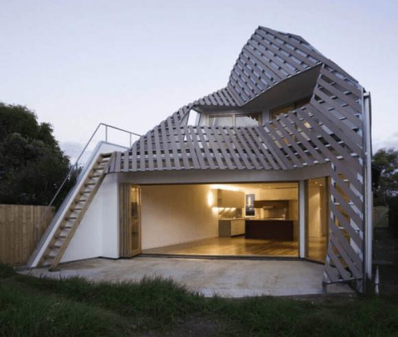 Дом с необычной крышей