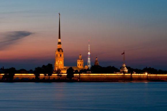 Вид на Петропавловский собор в Санкт-Петербурге
