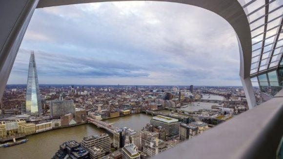 Вид со смотровой площадки бара Sky Garden в Лондоне
