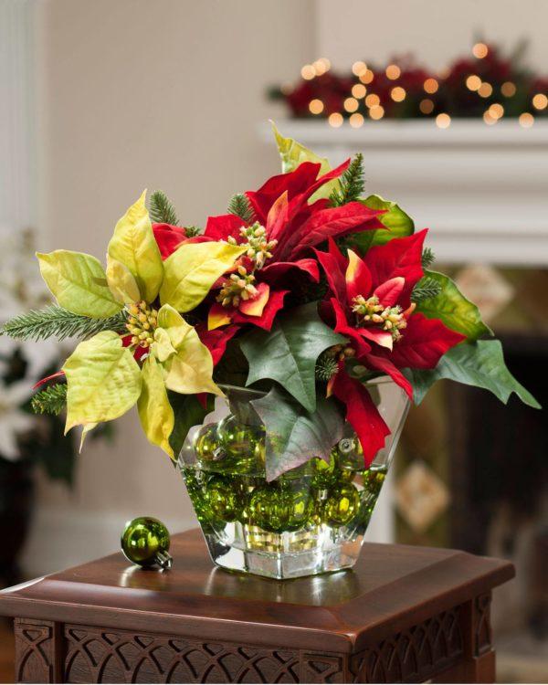 Цветы в рождественском интерьере