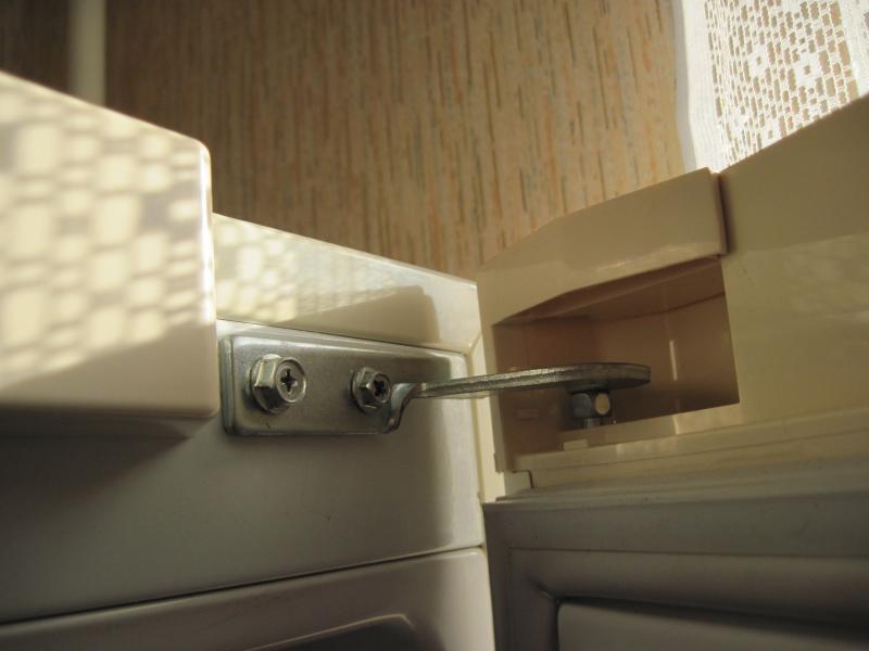 дверца холодильника плохо закрывается