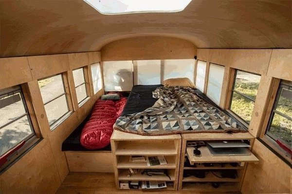 Дом из школьного автобуса, США