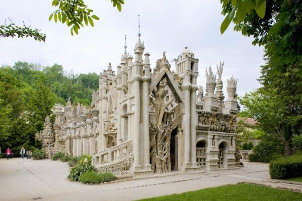 Дворец Фердинанда Шеваля, Франции