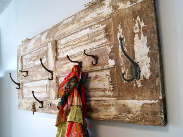 Старые вешалки для декора в доме - идеи с фото