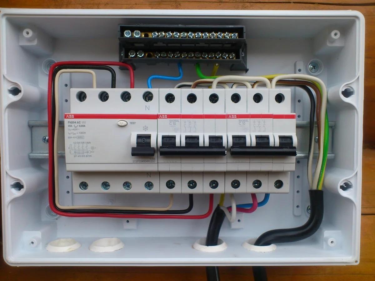 Как собрать и подключить электрический щиток