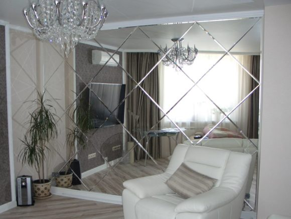 зеркала в гостинной